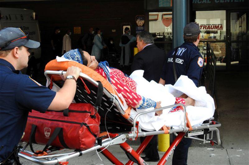 Cамолет из Дубая в Нью-Йорк поместили в зону карантина из-за недомогания сотни пассажиров