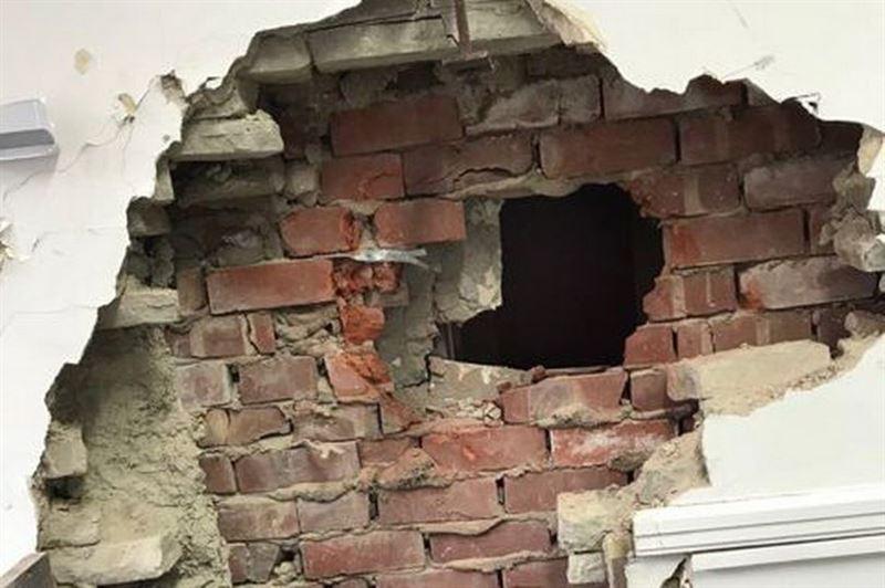 ФОТО: Банкоматты тонамақ болған ұрылар сан соғып қалды