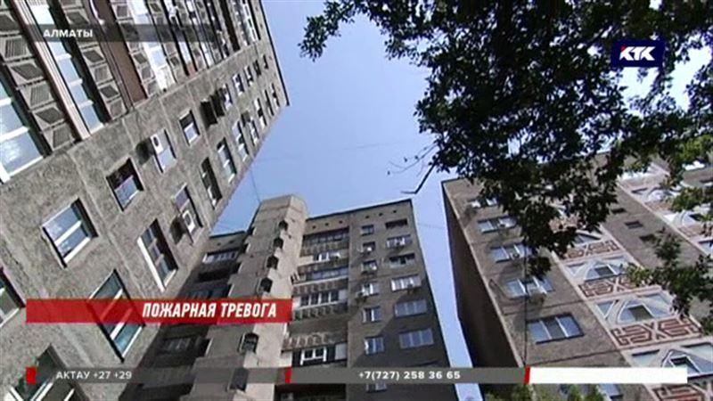 Алматинские многоэтажки признали опасными, жильцы боятся выселения