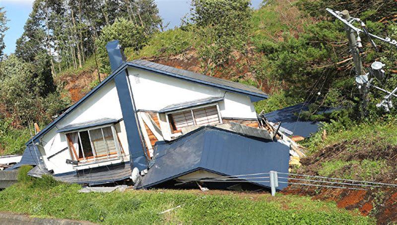 Число погибших в результате землетрясения в Японии увеличилось до 21 человека