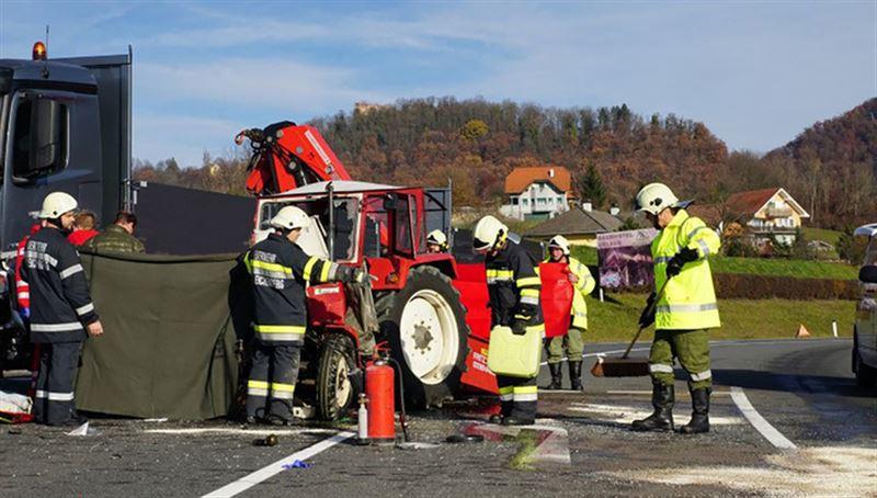 В ДТП с участием трактора в Австрии пострадали 13 женщин