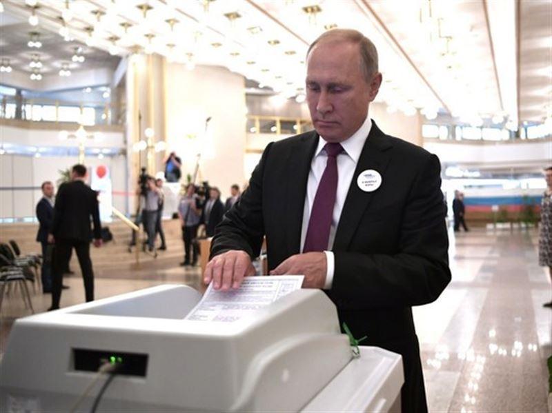 Аппарат для голосования дважды не принял бюллетень у Владимира Путина