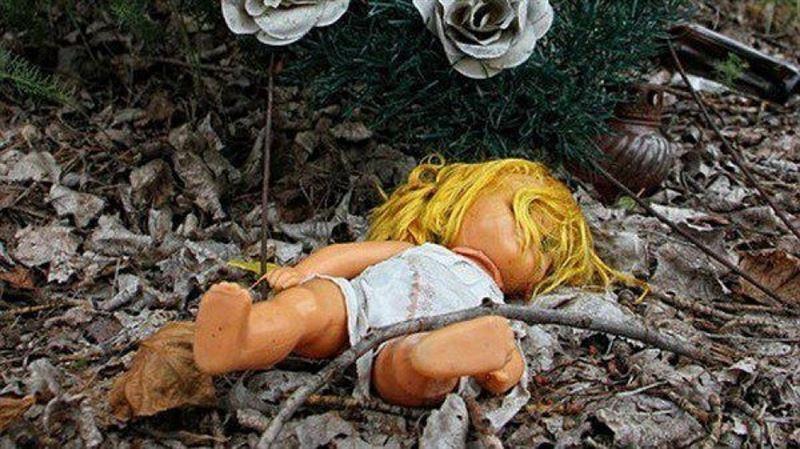 В Рудном в кустах нашли новорожденную девочку