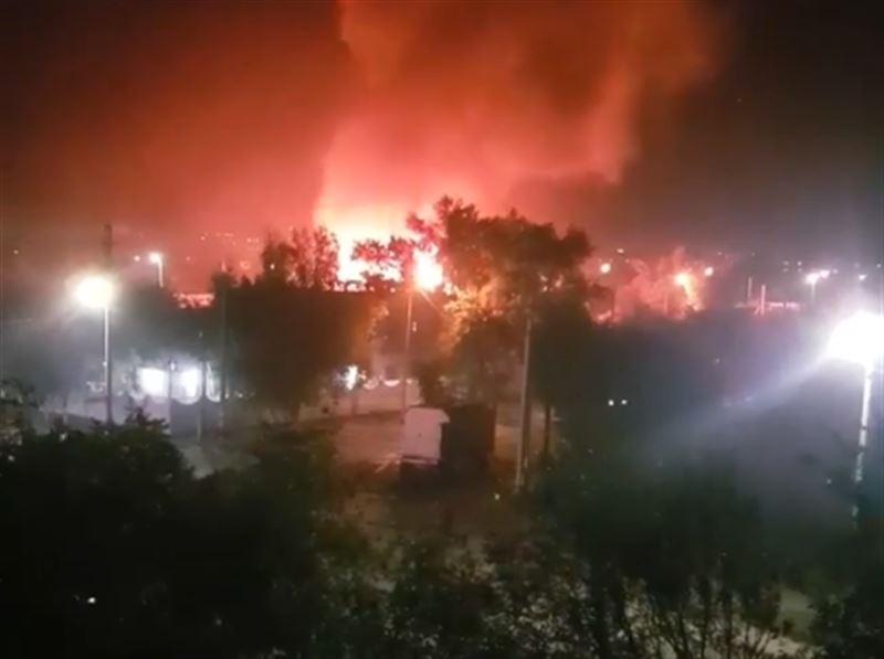 В Павлодаре два частных дома были охвачены пламенем