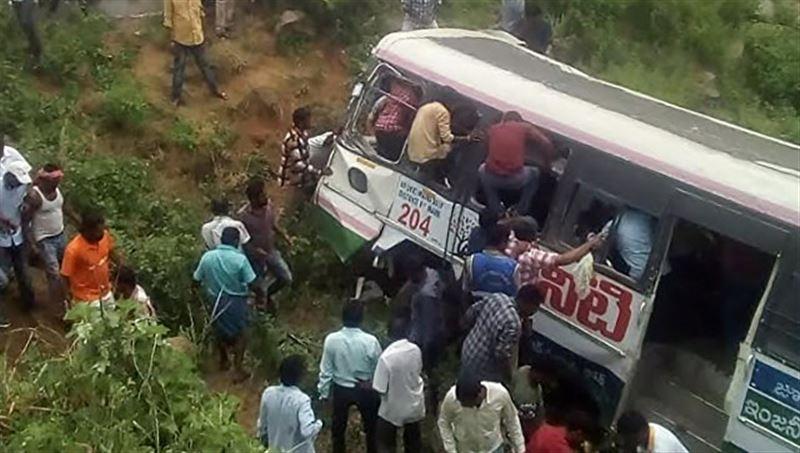 Десятки людей погибли в результате аварии с автобусом в Индии