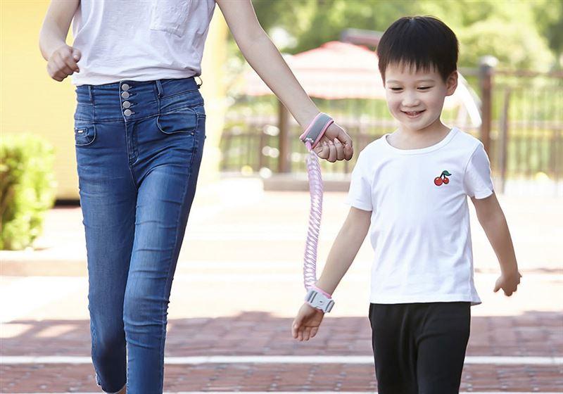 Китайские производители выпустили поводок для детей
