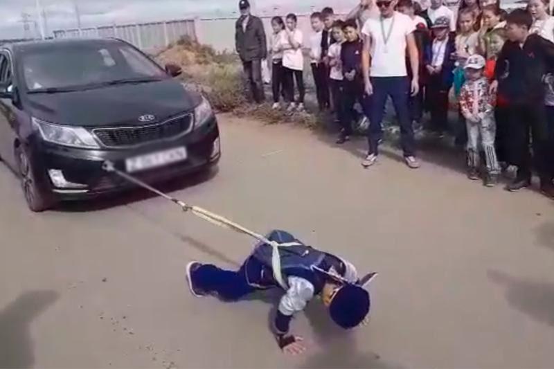Көлік сүйреген 6 жасар қазақ баласы рекорд орнатты