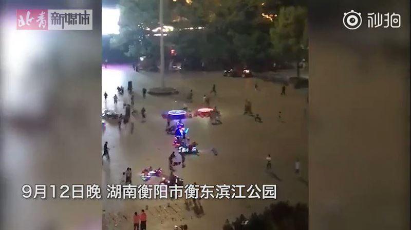 В Китае внедорожник въехал в толпу. Погибли девять человек