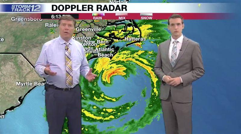 Ведущие спасались от урагана в прямом эфире