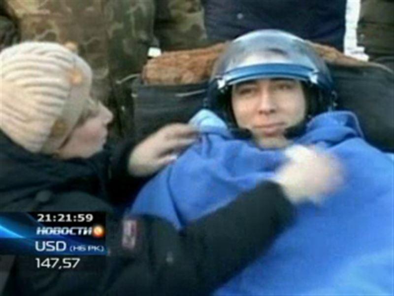 Два космонавта и один астронавт приземлилась в Казахстане