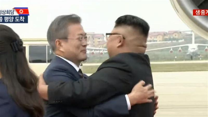 Ким Чен Ын лично прибыл в аэропорт, чтобы встретить президента Южной Кореи