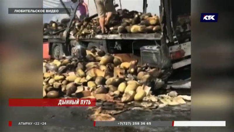 Прицеп с дынями сгорел на трассе Самара – Шымкент