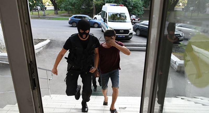 Подозреваемым в убийстве Дениса Тена продлен срок ареста