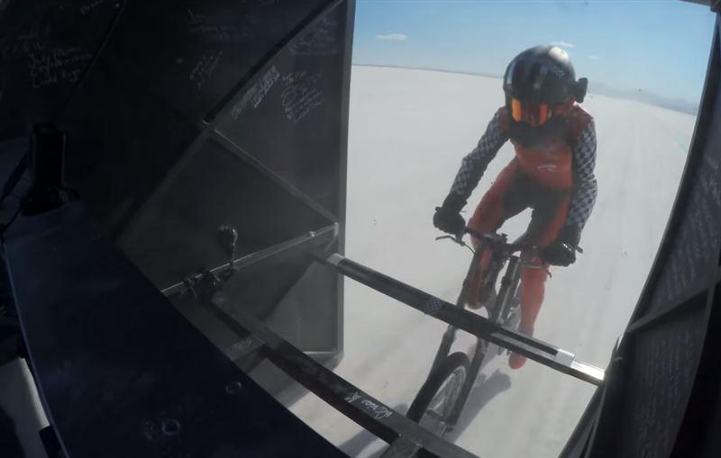 Американка разогналась до скорости 295 км/ч на велосипеде и установила мировой рекорд