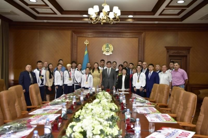 Победителям Азиады-2018 вручили сертификаты на 1 миллион тенге