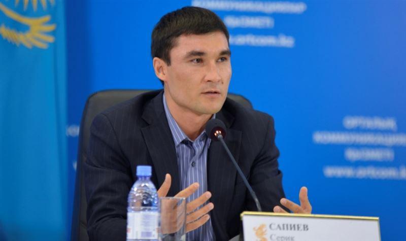 Серік Сәпиев ауыл мектептеріне ағылшын тілінен сабақ береді