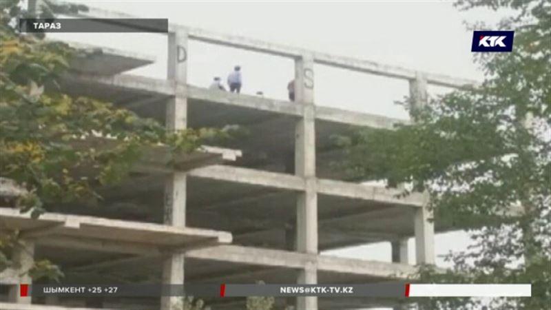 В Таразе самоубийцу отговорили прыгать