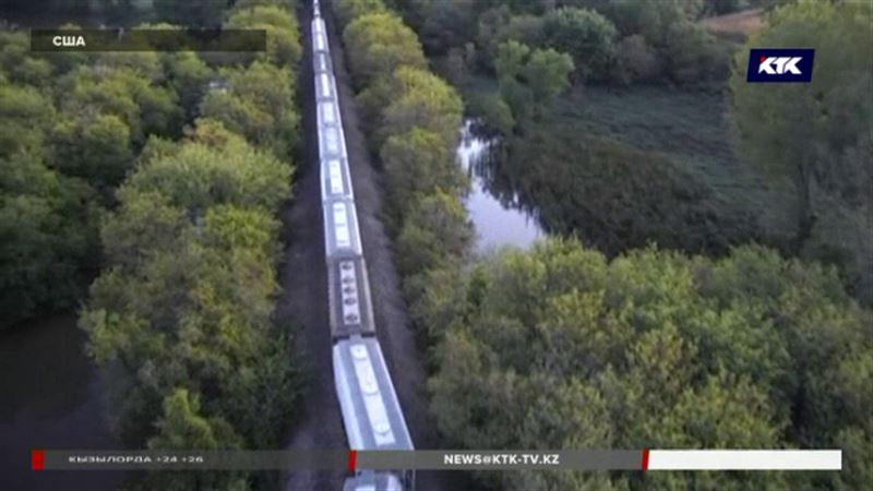В Айове товарный поезд упал в реку