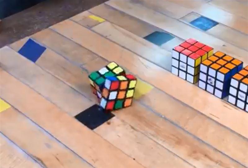 Японец создал кубик Рубика, который собирается самостоятельно