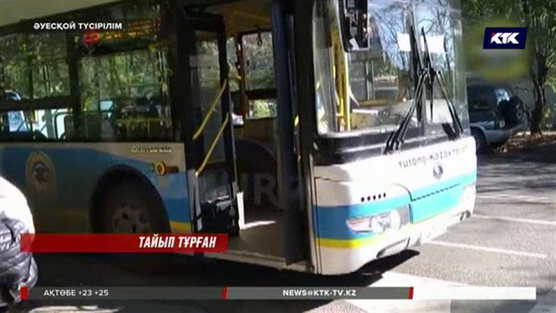 Алматылық  жүргізуші адамға лық толы автобусты тастап кетіп қалған