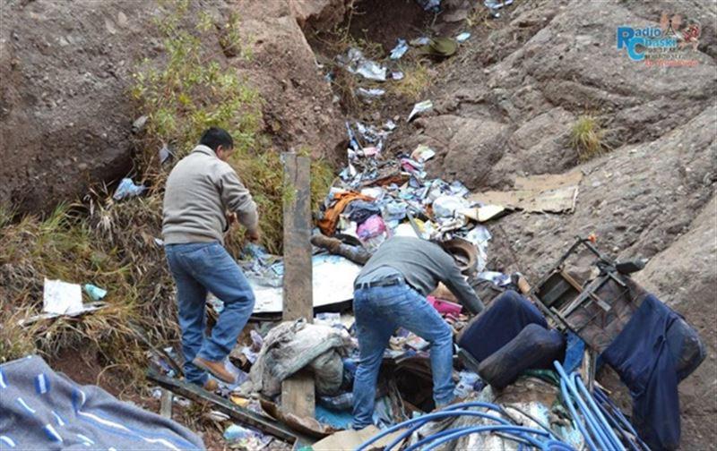 В Перу с обрыва рухнул автобус, погибли 23 человека