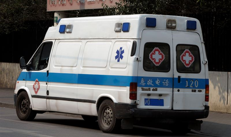 Очевидцы переломали руки, пытаясь поймать ребенка в Китае