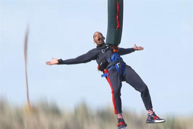 Уилл Смит на свой день рождения прыгнул с вертолета