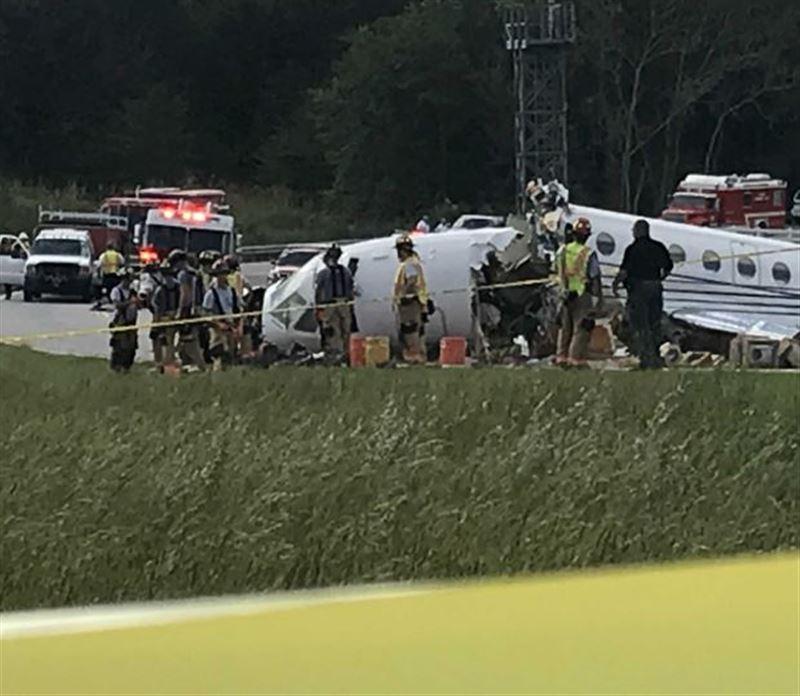 В США при посадке развалился реактивный самолёт, два человека погибли
