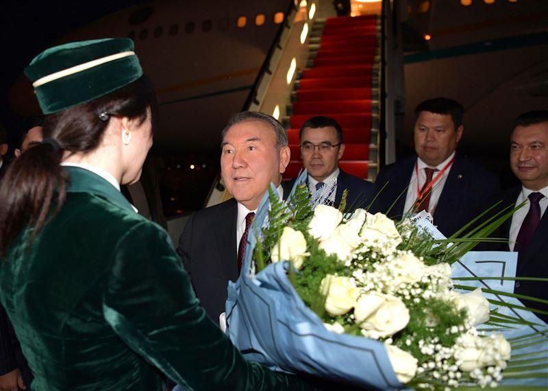 Нурсултан Назарбаев прибыл в Душанбе