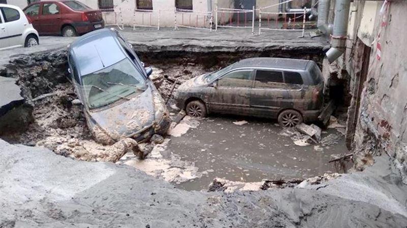 В Петербурге два человека сварились в кипятке из-за прорыва трубы