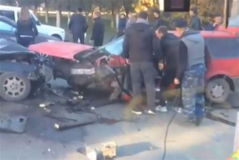 Страшная авария в Караганде унесла жизни двоих человек