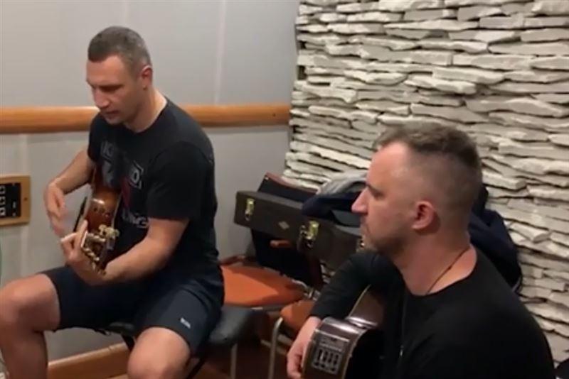 Пользователи Сети не оценили пение Виталия Кличко