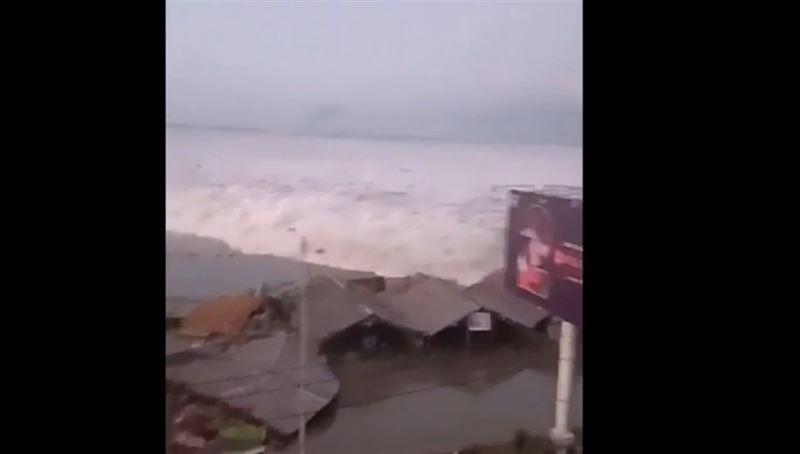 Землетрясение стало причиной цунами в Индонезии