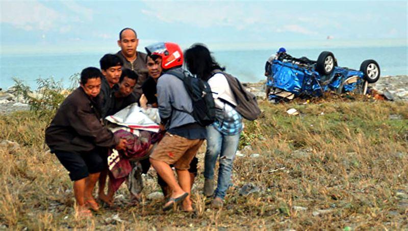 Число жертв землетрясения и цунами в Индонезии возросло до 384