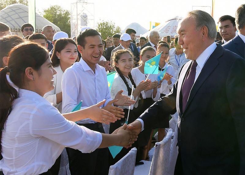 Нурсултан Назарбаев встретился с жителями Туркестана