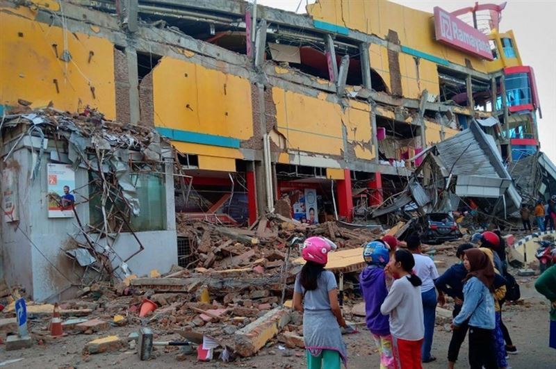 Число жертв землетрясения вИндонезии выросло вдвое