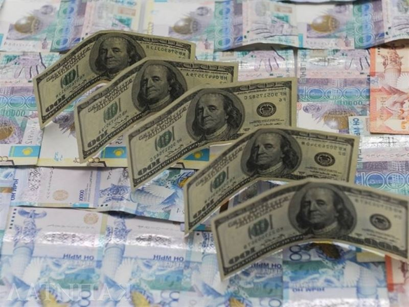 Доллар подорожал почти на две тенге