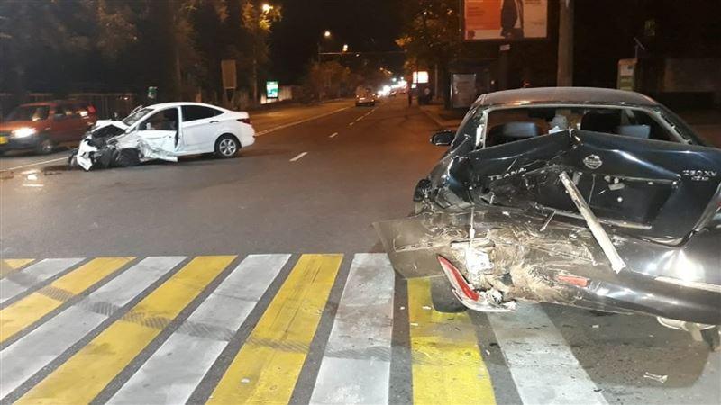 В Алматы произошло массовое ДТП с участием четырех автомобилей