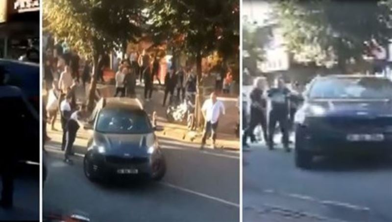 В Стамбуле взбешенный водитель стал ездить по тротуару и сбивать прохожих
