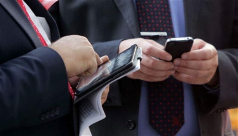 Мемлекеттік қызметкерлерге смартфон ұстауға рұқсат беріледі