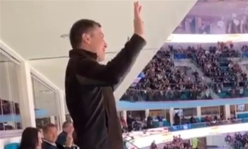 Геннадий Головкин порадовал фанатов хоккея в Астане