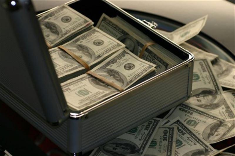 Шымкент әуежайында табылған 111 мың доллар мемлекетке өткізілді