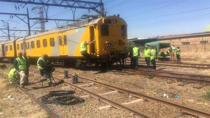 Два поезда столкнулись в ЮАР: 150 человек пострадали