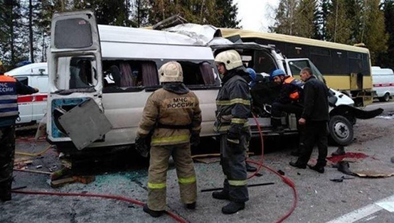 Екі автобус соқтығысып, 13 адам қайтыс болды
