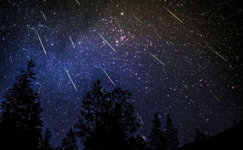 Аспаннан жұлдызды жаңбыр жауады