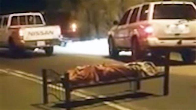В Саудовской Аравии на трассе обнаружили привязанный к кровати труп