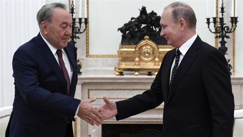 Назарбаев лично поздравил Путина с днем рождения по телефону