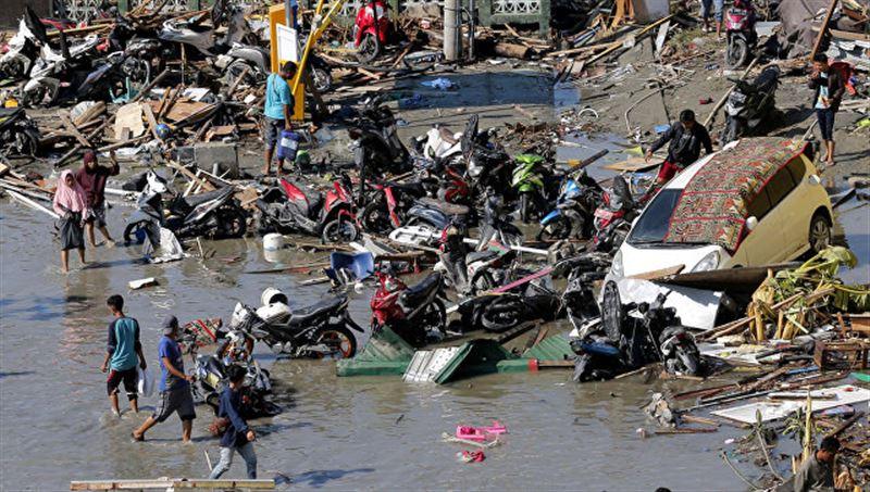 Число жертв землетрясения в Индонезии превысило 1900