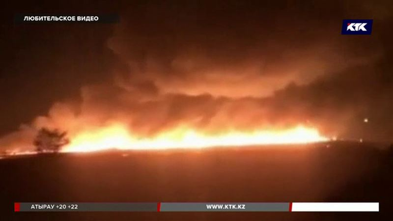 Десять часов карагандинские спасатели тушили камыш