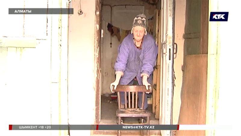 Пенсионерке, которая  живет посреди стройки, обещают найти жилье